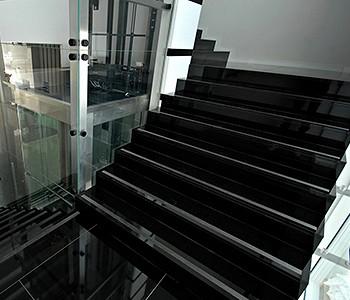 Eleganckie i piękne schody z marmuru Rzeszów